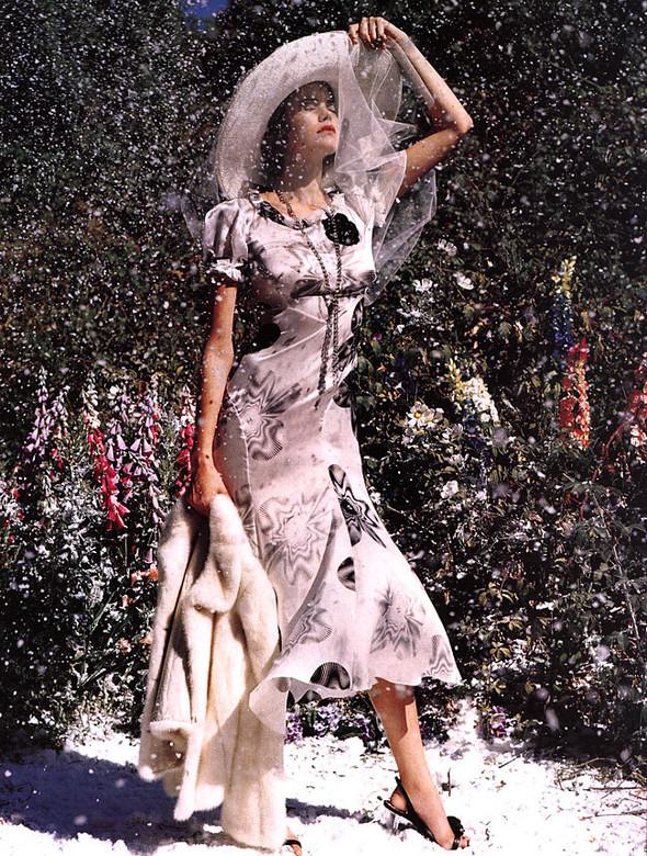 Архивная съёмка: Тим Уокер для Harper's Bazaar, 2000. Изображение № 9.