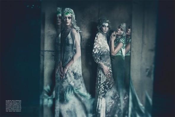 Съемка: Фрида Густавссон, Жак Ягачак и Кристина Салинович для Vogue. Изображение № 12.
