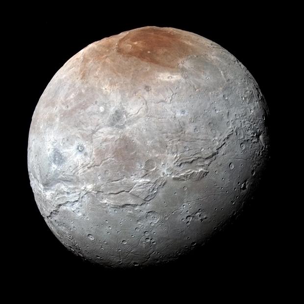 New Horizons передал самые крупные снимки Харона. Изображение № 1.