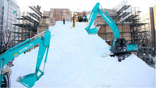 В Японии построили огромного Дарта Вейдера из снега. Изображение № 4.