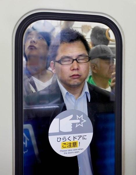 Час пик в метро. Токио. Изображение № 7.