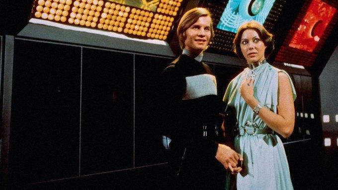Кадр из «Бегства Логана» 1976 года с Майклом Йорком и Дженни Эгаттер. Изображение № 1.
