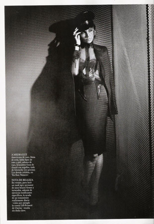 Съёмка в испанском Vogue, август 2011. Изображение № 79.