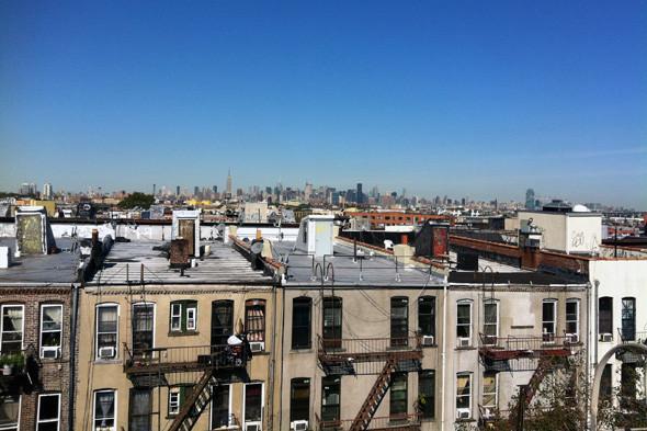 Вид из окна бруклинской квартиры-вписки. Изображение № 8.