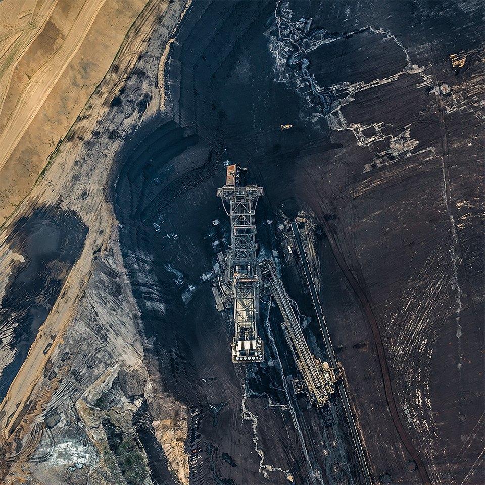 Захватывающие фотографии огромной угольной шахты. Изображение № 1.