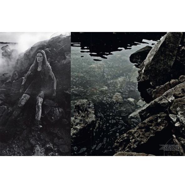 Съемка «Water & Oil» в итальянском Vogue. Изображение № 4.