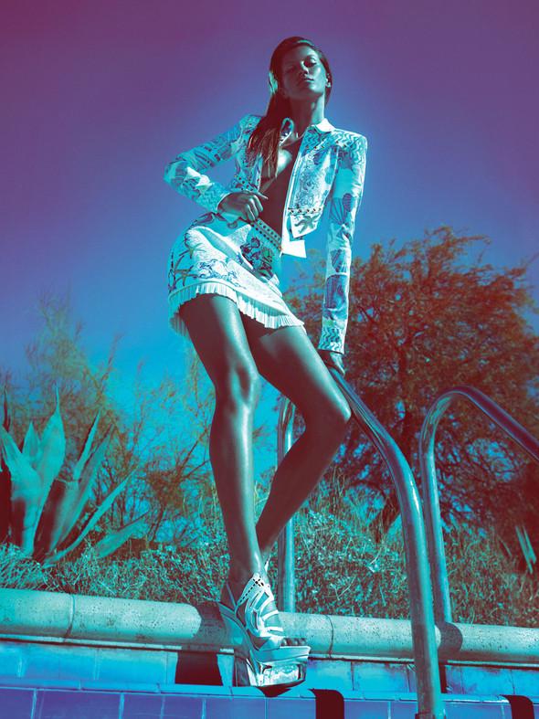 Кампания: Жизель Бундхен для Versace SS 2012. Изображение № 7.