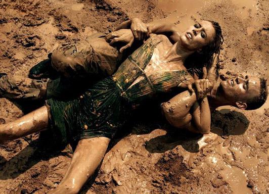«Make Love NotWar» by Steven Meisel Vogue Italy. Изображение № 19.