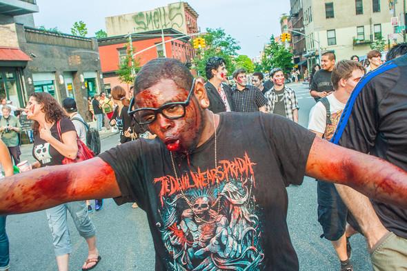 Зомби парад в Нью Йорке. NYC Zombie Crawl.. Изображение № 11.