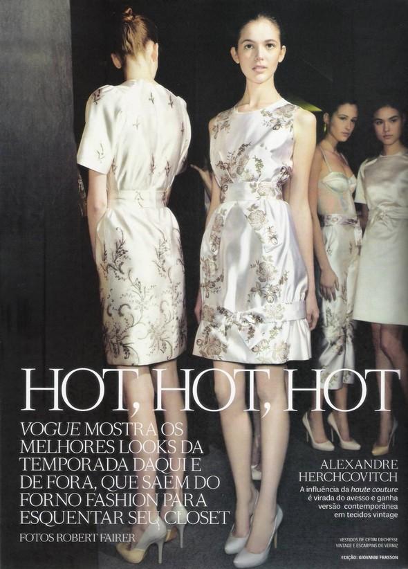 Съёмка: фотографии с бэкстейджей в бразильском Vogue. Изображение № 1.
