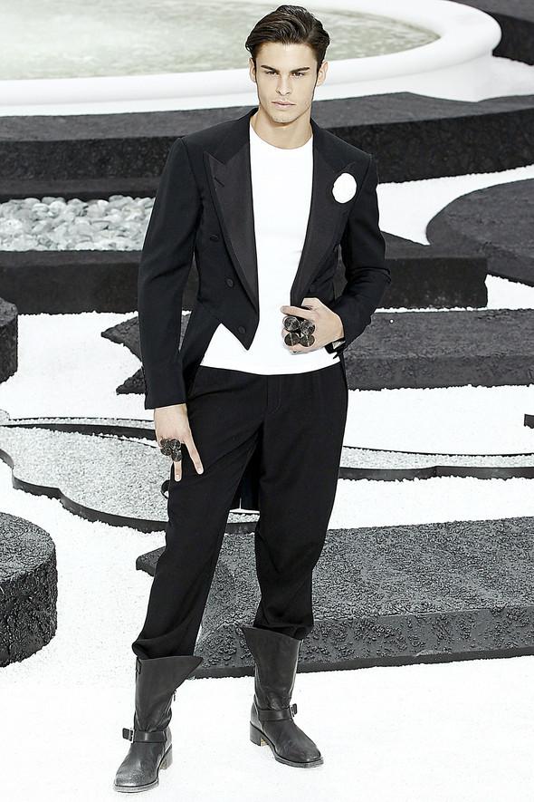 Карл Лагерфельд показал одну из самых красивых коллекций, когда-либо созданных для Chanel. Изображение № 66.