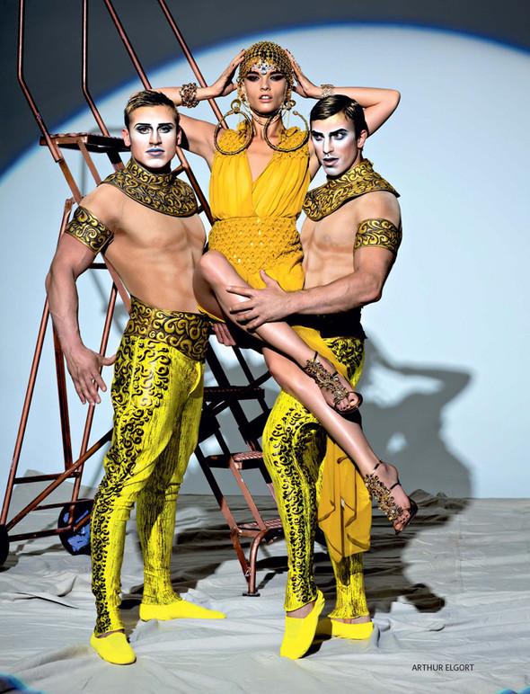 Circus, Circus! в январьском номере Vogue Russia. Изображение № 3.