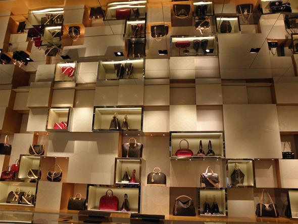 Новые магазины: Louis Vuitton в Риме, Chanel в Москве и Celine в Нью-Йорке. Изображение № 10.