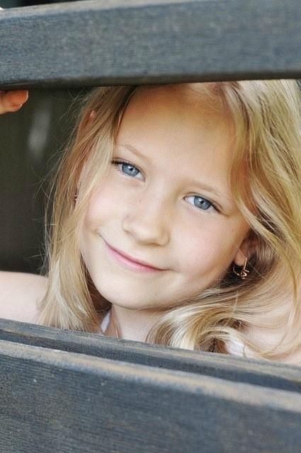 Фотокарточки Аннет Иоспа. Девушки, дети, поросята. Изображение № 6.