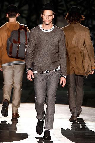 Что носить осенью: мужские показы в Милане. Изображение № 229.