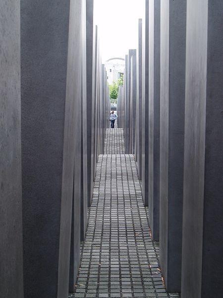 Живое кладбище. Изображение № 3.