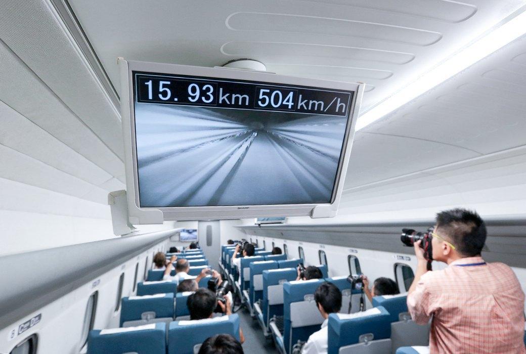 Мы успели заснять самый быстрый поезд в мире. Изображение № 7.