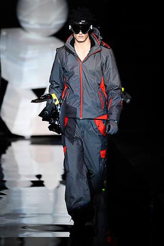 Что носить осенью: мужские показы в Милане. Изображение № 32.