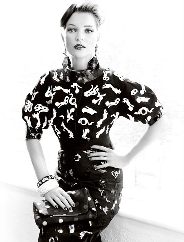 Съёмка: Кейт Мосс для британского Vogue. Изображение № 2.