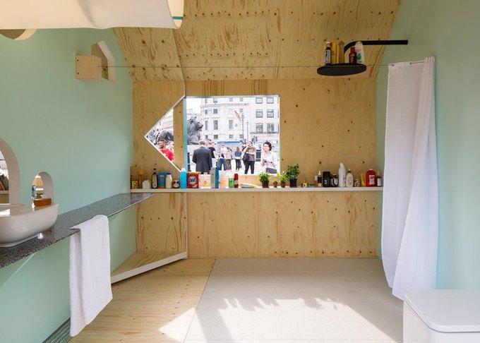 Дизайнеры создали инсталляцию для Airbnb на Трафальгарской площади. Изображение № 9.