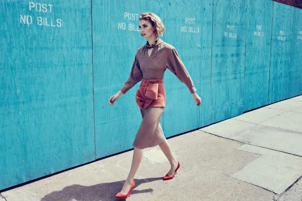 Съёмка: Аризона Мьюз для британского Vogue. Изображение № 1.