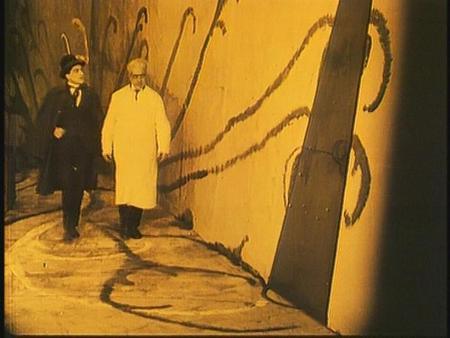 «Кабинет доктора Калигари»Роберт Вине. триллер, 1919. Изображение № 28.