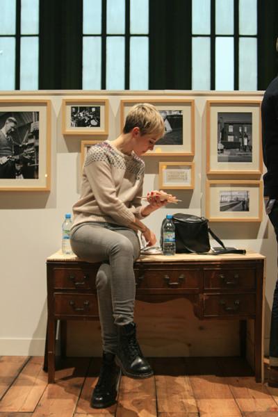 На выставке многие перекусывали прямо на стендах. Изображение № 8.