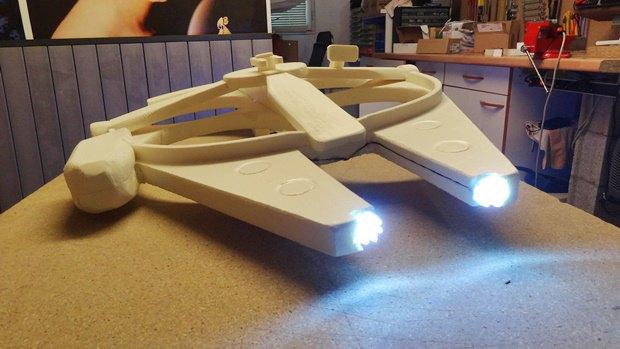 Энтузиаст построил дрон в виде «Тысячелетнего сокола». Изображение № 23.