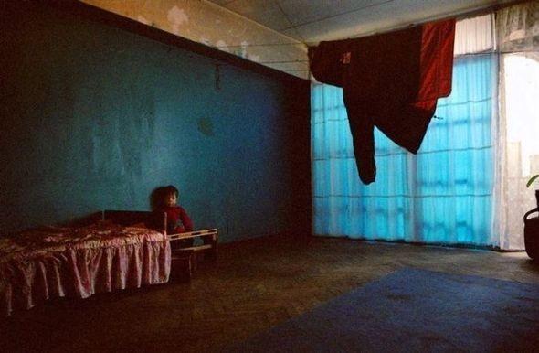 Абхазский лагерь беженцев, отель Батуми, Грузия. Изображение № 3.