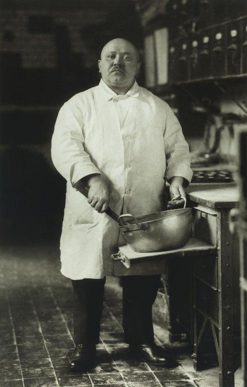 Август Зандер. Кондитер. 1928 год. Изображение № 1.