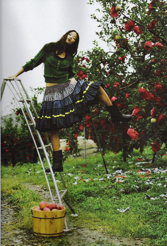 Яблочная ферма (Elle Girl Korea October 2007). Изображение № 5.