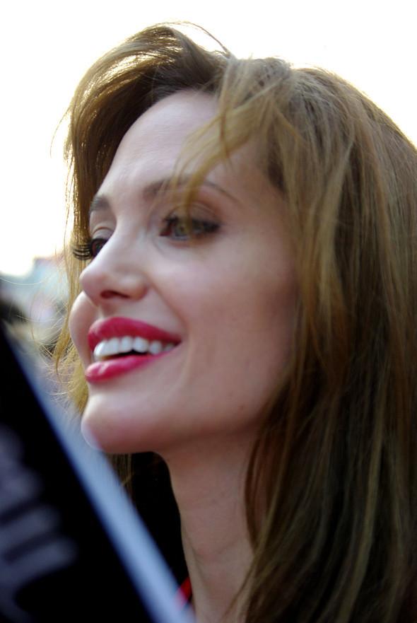 Анджелина нагревает Москву. Изображение № 23.