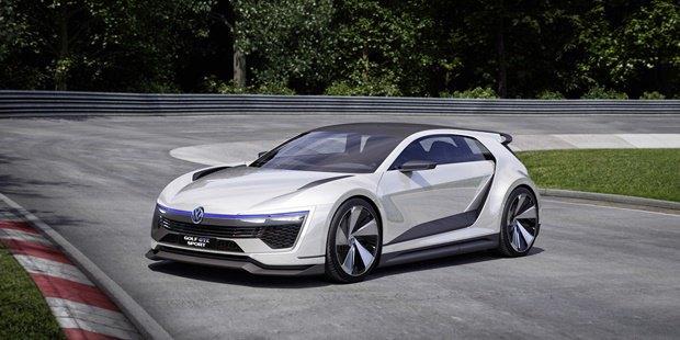 Volkswagen показал концепт автомобиля Golf GTE Sport . Изображение № 5.