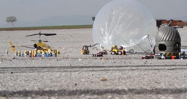 Прыжок Феликса Баумгартнера из стратосферы реконструировали в LEGO. Изображение № 1.
