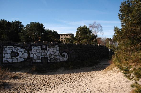 Германия: Балтийское море, пустынные пляжи заброшенного курорта и старинный поезд на острове Рюген. Изображение № 48.