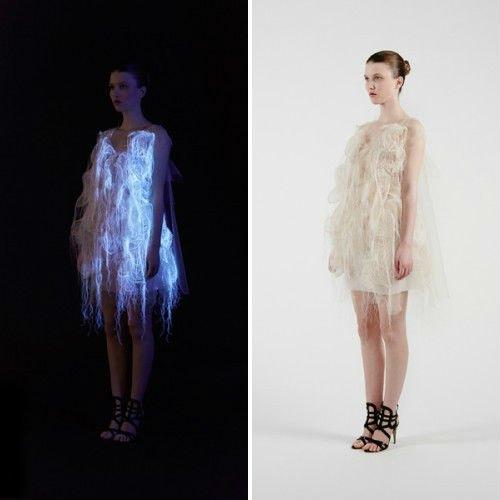 Ин Гао создал платья, которые светятся, когда на них смотрят. Изображение № 2.