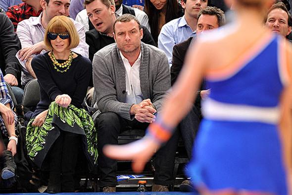 Анна Винтур на игре Lakers против  Knicks. Изображение № 39.