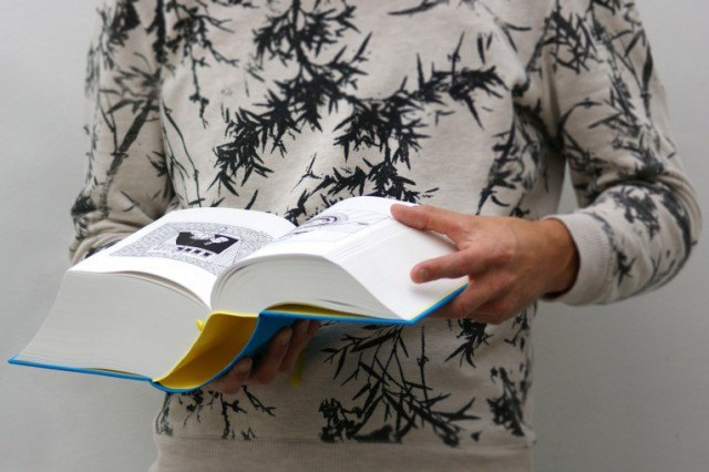 Иллюстратор издал 3,5-килограммовую книгу с 2 500 рисунками . Изображение № 2.
