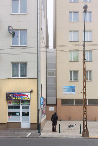 В Варшаве построили самое узкое здание в мире. Изображение № 1.