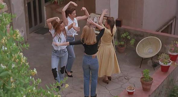 Прорыв: Фильм «Девушки в беде» Уита Стиллмана. Изображение № 43.