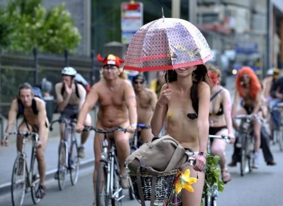 World Naked Bike Ride Day. Изображение № 8.