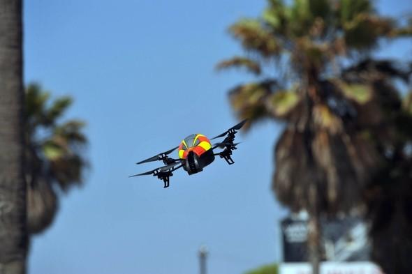 Parrot AR.Drone. Полетели!. Изображение № 6.