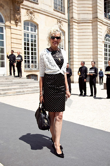 Уличный стиль на Неделе высокой моды в Париже. Изображение № 25.