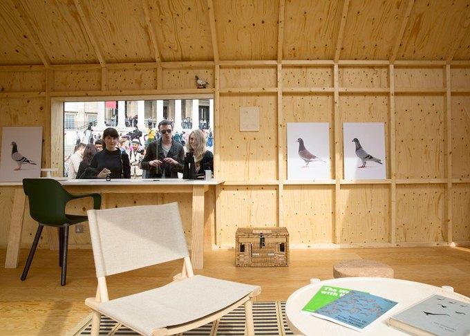 Дизайнеры создали инсталляцию для Airbnb на Трафальгарской площади. Изображение № 16.