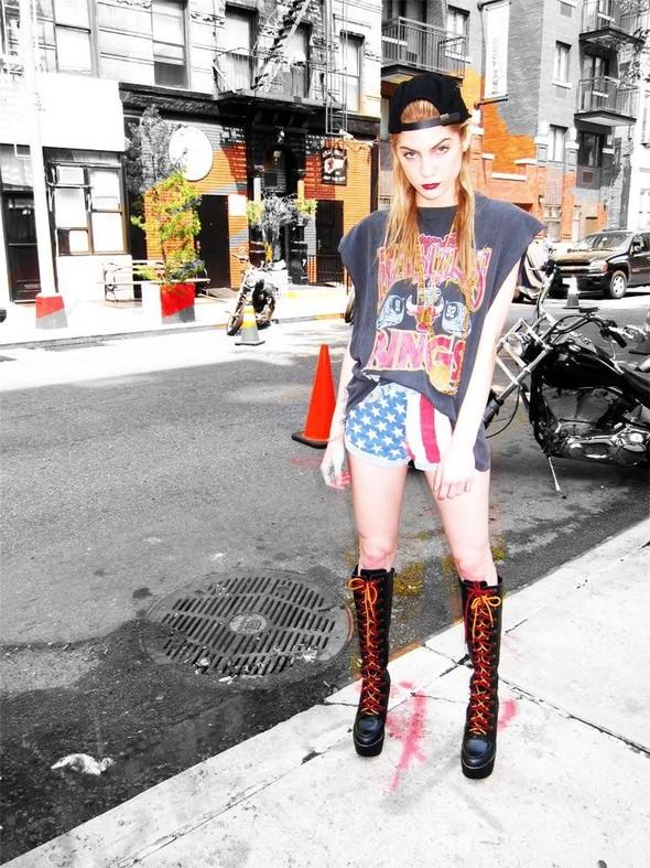 Down Town Girl. Lookbook осенне-зимней коллекции Jeffrey Campbell. Изображение № 2.