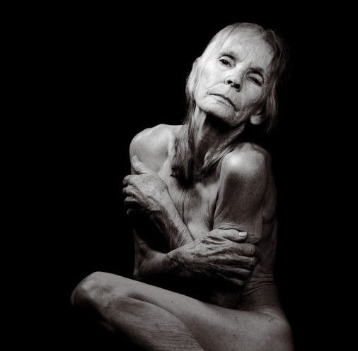 Обнаженная 80-летняя модель для рекламы Бароло. Изображение № 1.