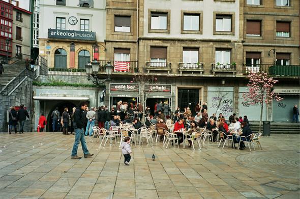 Уличное кафе. Изображение № 47.
