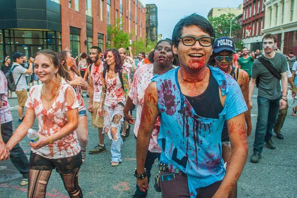 Зомби парад в Нью Йорке. NYC Zombie Crawl.. Изображение № 18.