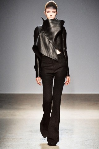 Back to black : Gareth Pugh и Victor&Rolf aw 2010-2011. Изображение № 8.