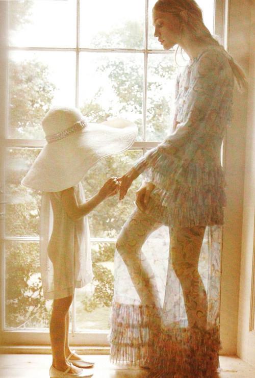 Изображение 16. Саша Пивоварова примерила на себя роль матери под прицелом камеры Микаэля Янссона.. Изображение № 16.